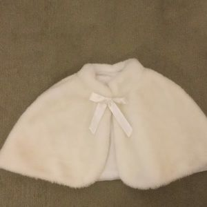 Amy Byer Other - Little girl's faux fur cape