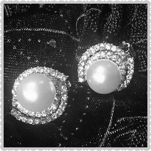 Jewelry - GLAM THE CLASSIC PEARL CLIPON EARRINGS