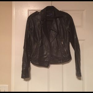 Cropped Leather Jacker with Zipper Details