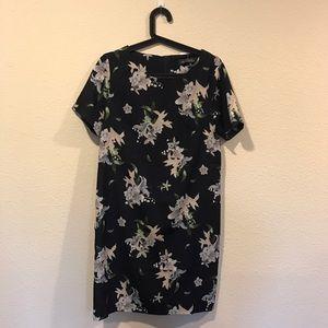 Girls on Film Dresses & Skirts - NWT Girls on Film floral shift dress