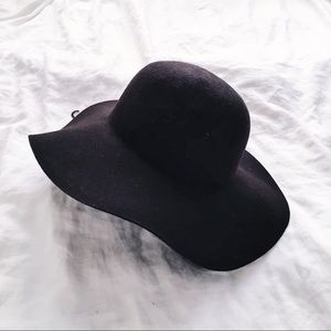 ✨NWT Forever 21 Round Wide Rimmed Hat