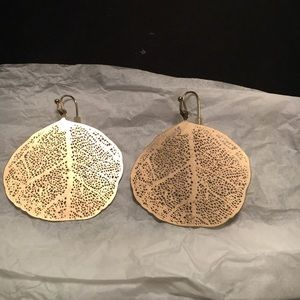 Gorgeous gold colored earrings