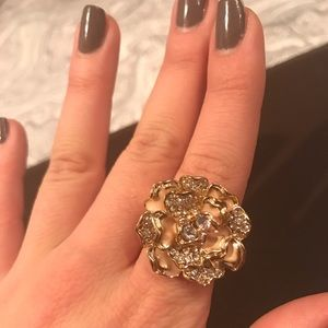 Charlotte Russe Jewelry - 🌼Golden Flower Ring
