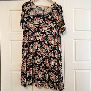 Dresses & Skirts - Floral short sleeve swing dress