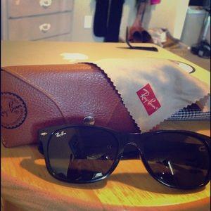 Ray ban wayfarer sunglasses!