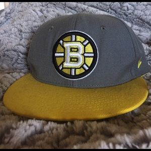 Zephyr Other - Boston Bruins Fitted Hat size 7 1/8