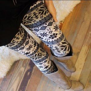 Adorable snowflake leggings