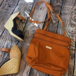 Baggallini Handbags - 🎁Baggallini🎁 burnt orange Crossbody