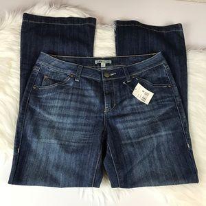 NWT Cabi Classic Super Flare Retro Wash Jeans