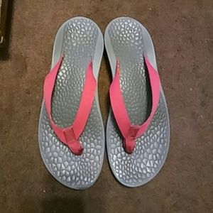 Chacos Shoes - Chacos Reversiflip thong sandals. Sz 10