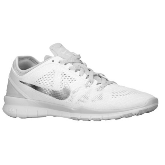 6cddfca03c98 nike free 5.0 tr fit 5 white metallic silver. M 5899125dbcd4a74960020d32
