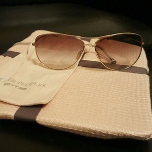 Oliver Peoples Accessories - Oliver Peoples Sunglasses Beautiful condition!
