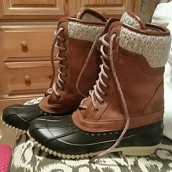 Maurices Shoes Tall Duck Boots Size 8 With Cable Knit Trim At Top