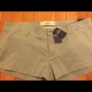 Hollister Pants - Hollister shorts Olive Green Size 9. NWT