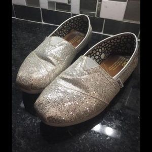 TOMS 8.5 silver glitter flat