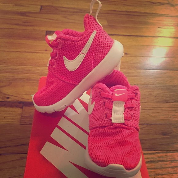 new styles 59708 82c98 Baby Girl - Nike Roshe One - Hyper Pink - Sz. 4. M 589941a2c284560e700f19bb