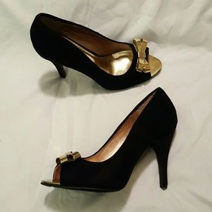 Dollhouse Shoes - Dollhouse Peep-Toe pumps with gold bow