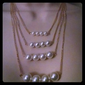Jewelry - The beautiful 4 layered Pearl gold tone necklace