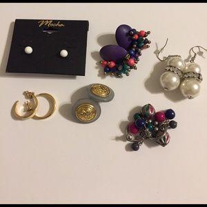 Jewelry - Lot of vintage earrings.