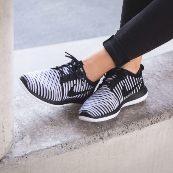 Nike Wmns Roshe Two Flyknit Womens Black