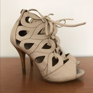 Shoes - Beautiful cream leather heels