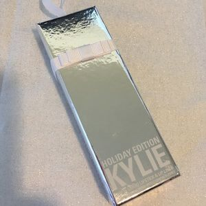 Kylie Cosmetics Other - Kylie cosmetics merry lip kit