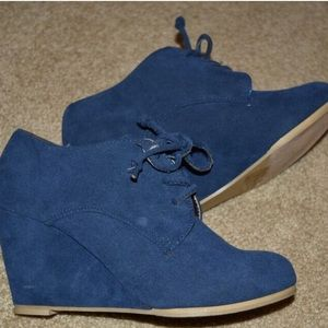 ollio Shoes - Ollio Blue Suede Lace Up Booties, never worn