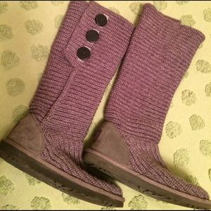 Gray-Ugg knit boots