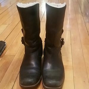 Black leather Ugg lined boots