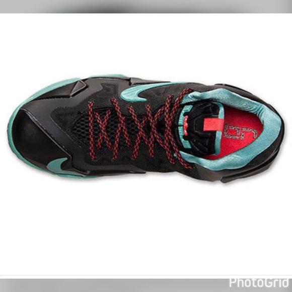Nike Lebron Boys Sneakers