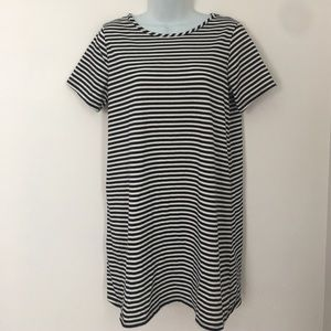 one clothing Dresses & Skirts - 🍍CLEARANCE🍍One Clothing Navy Striped Shift Dress