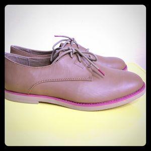 Skechers Shoes - NWOT Skechers Tan Shoes Size 9