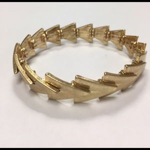 Jewelry - Gold stretch bangle bracelet