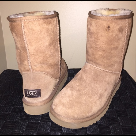 a5425f8329 CAMEL SHORT UGGS + UGG CLEANING KIT. M 589a12ec680278018900e8bf