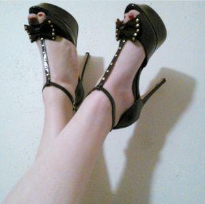 NWOT Maroon Platform Heels with Bow