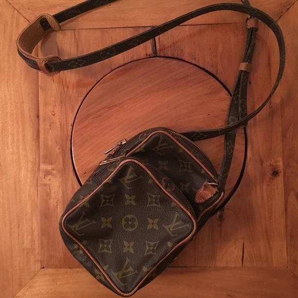 4a8d3b96a107 Louis Vuitton Handbags - Authentic Louis Vuitton Amazone bag