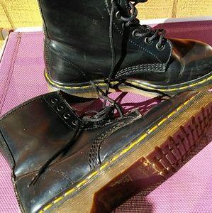 Vintage  1999 Doc Martin 8 hole boots