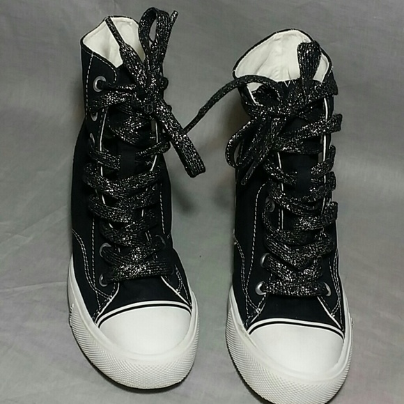 ae9f531db04d Women s Airwalk High Top Wedges 7.5 M Canvas