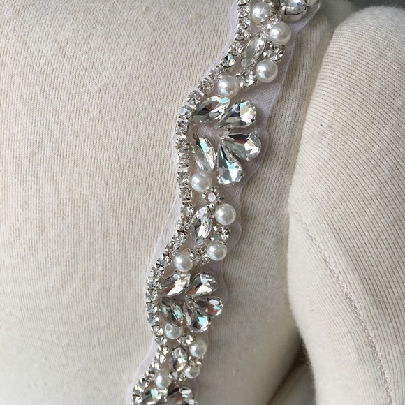 Jun 09, · The lady at the dress shop said it should be plain material (she was going to use the excess corset tie material to make it) because there is really beautiful beading detail on the dress & we shouldn't take away from that.