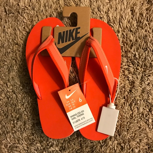 a4cddc0d9569 Nike women s Celso thong sandals