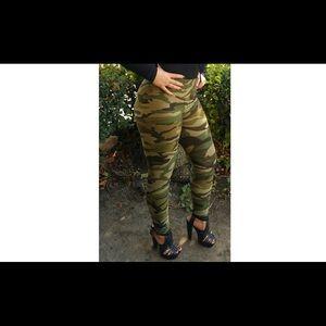 Pants - Soldier Girl Leggings (Camouflage/Military Print)