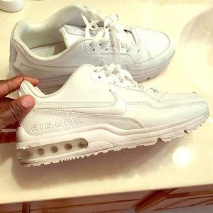 Air Max tennis shoe  8 in men 10 in gals 