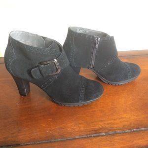 AEROSOLES Shoes - Aerosoles - Monument Bootie - black suede - sz 6M