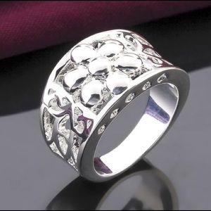 NWOT Sterling Silver Flower Daisy Ring Band Bling