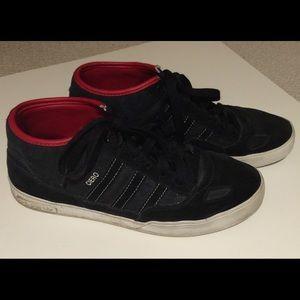 Adidas Ciero high tops dark black w red detail