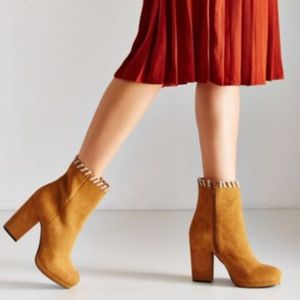 Urban Outfitters Shoes - HOST PICK ❤️Urban Outfitters Bobbie Platform Boots