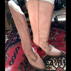 Frye Shoes - ✨✂️ EUC Frye Blush Heeled Boots