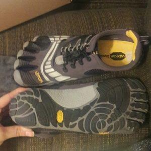 Vibram Other - 🌹Sale! Vibram toe shoes NWT