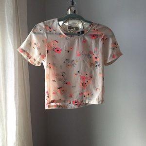 fun & flirt Tops - 💕adorable short sleeve floral top