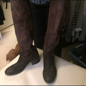 Vera Wang brown suede boots